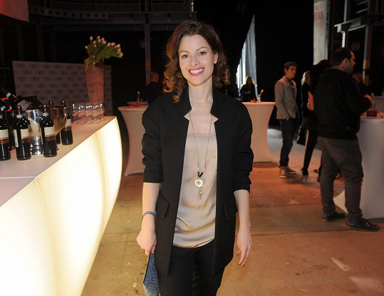 Hana Holišová hraje kromě mnoha muzikálů také v seriálu Ulice.