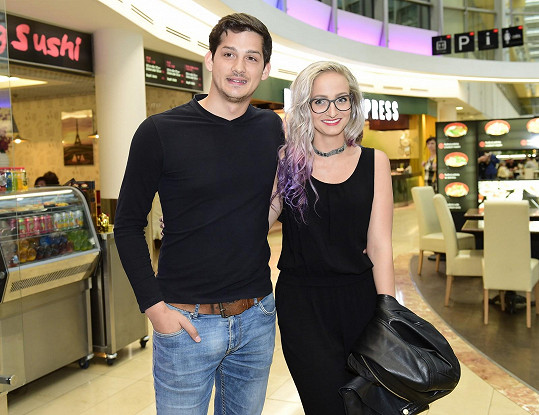 Chodí spolu krátce, do kina dvojice vyrazila teprve podruhé.
