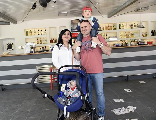 Andrea Kalivodová s manželem a syny Adrianem a Sebastianem