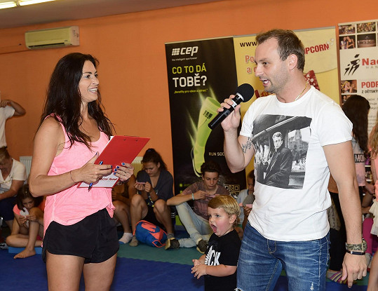 S choreografiemi pomáhá tanečník Marek Dědík.