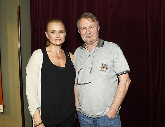 Do hlavní ženské role obsadil v alternaci s Kateřinou Brožovou svoji manželku Janu.