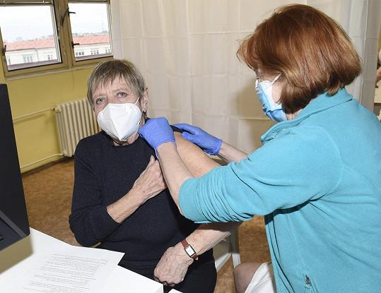 Nad tím, zda se nechat očkovat, vůbec nepřemýšlela.