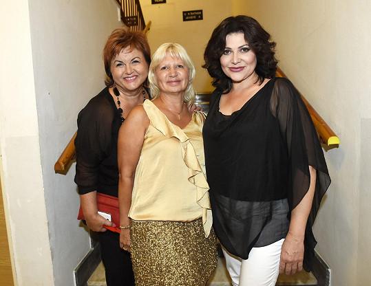 Ilona s kamarádkami, zpěvačkou Hankou Křížkovou a doktorkou Ivanou Němečkovou.