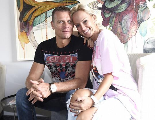 Manžel Vlasta Hájek se v Česku nemůže zdržet dlouho. Za týden se vrací za pracovními povinnostmi do Ameriky.