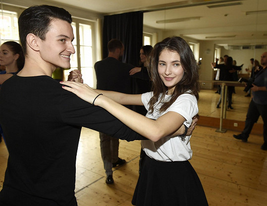 Sara s tanečním partnerem Adamem Havlem na tréninku