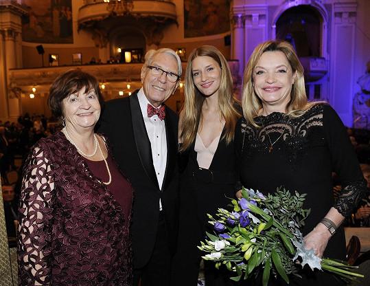 Linda a její maminka Taťána v Praze už potřetí uspořádaly koncert pro dědečka Vadima Petrova.