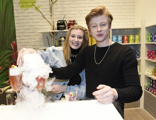 Adam Mišík s přítelkyní Dianou na čajovém dýchánku