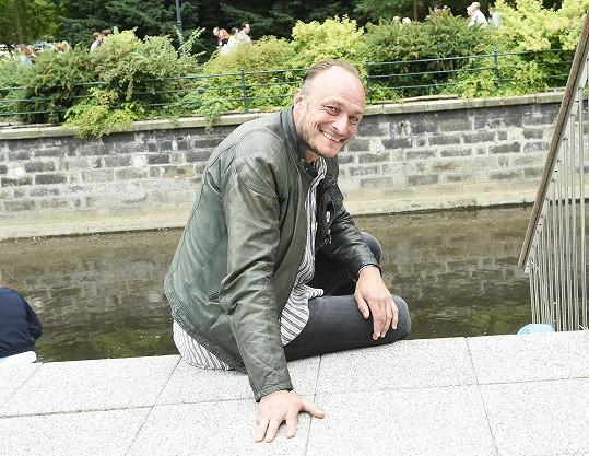 Karel Dobrý hraje vodníka.