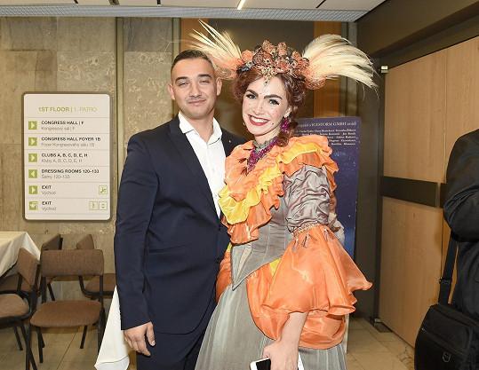 Kamila s přítelem Pepou na premiéře