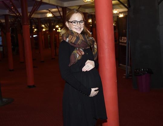 Tereza je v osmém měsíci těhotenství.