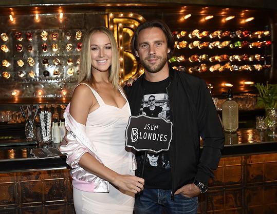 Roman Vojtek s přítelkyní Petrou Vraspírovou