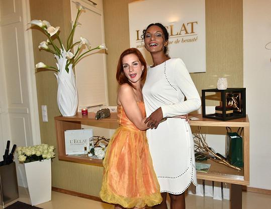 Míša na kosmetické akci s kamarádkou Lejlou Abbasovou.