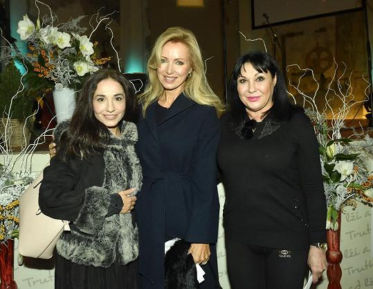 Koledy si zazpívala Michaela Kuklová, Kateřina Brožová a Dáda Patrasová.
