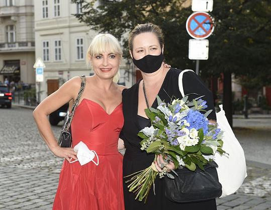A s kamarádkou Pavlínou Saudkovou