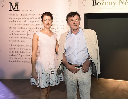 Manželé Trávníčkovi se po půl roce objevili spolu na veřejnosti. Pavel zahajoval výstavu Svět pohádek Boženy Němcové.