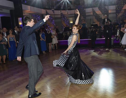 Tanec si užívali oba....