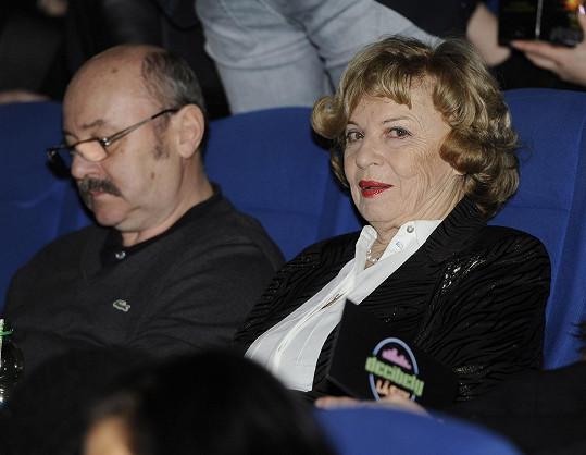 Herečka s manželem v kině