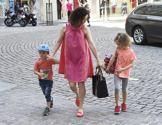 Lucia Šoralová s dcerou Rebekou a synem Ondřejem