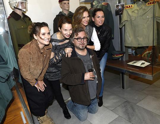 S režisérem a kolegyněmi Berenikou Kohoutovou, Zuzanou Vejvodovou a Bárou Kodetovou
