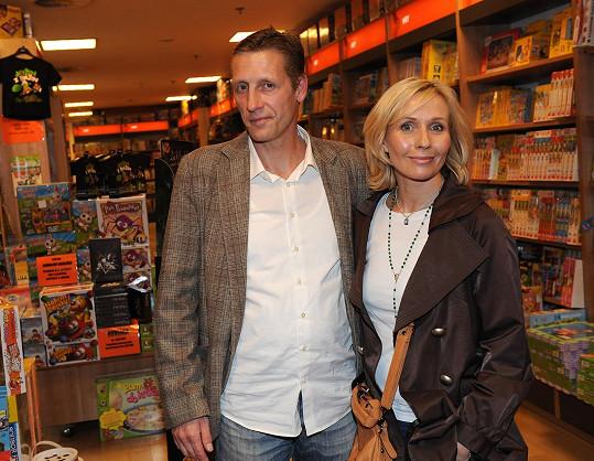 Tereza s partnerem Jiřím Chlebečkem, jemuž narostlo bříško.