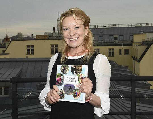 Vilma křtila knihu o aromaterapii Hany Yasminky Tavlaridis.