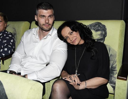 Předpremiéru svého dokumentu Nebe peklo Lucie v kině Lucerna sledovala po boku nového partnera Radka Filipiho.