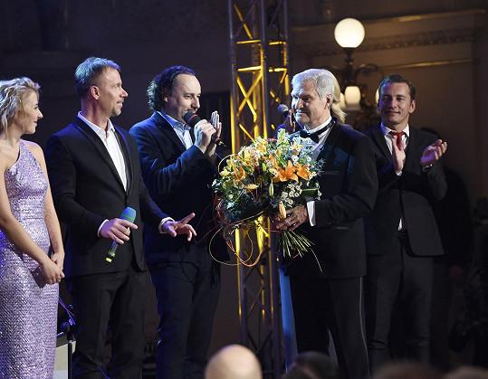 Slavily se 70. narozeniny jeho dlouholetého kamaráda Milana Wolfa.