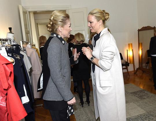 Simona a další známé tváře dorazily na otevření showroomu návrhářky Kateřiny Geislerové.