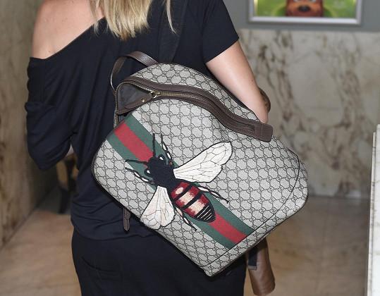 Chýlková vyrazila s tímto krásným batohem.