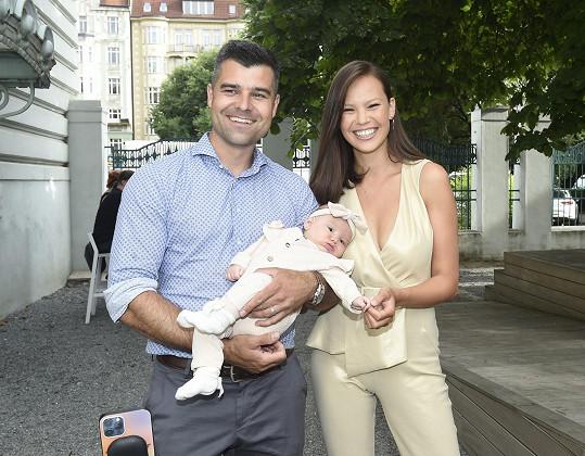 Monika Leová vyrazila poprvé do společnosti s manželem Martinem a dcerou Miou