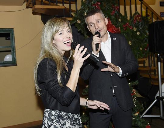 Lucie Černíková a Vladimír Hron zpívají duet.