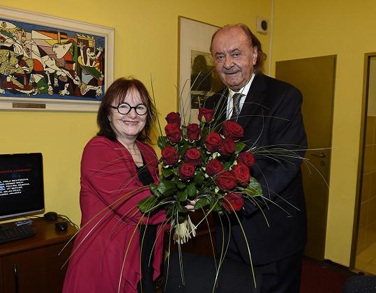 Kunzeho do jeho rodiště doprovodila manželka, které František Janeček předal kytku.