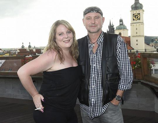 Se zpěvačkou Petrou Hapkovou, jejíž písně má rád.