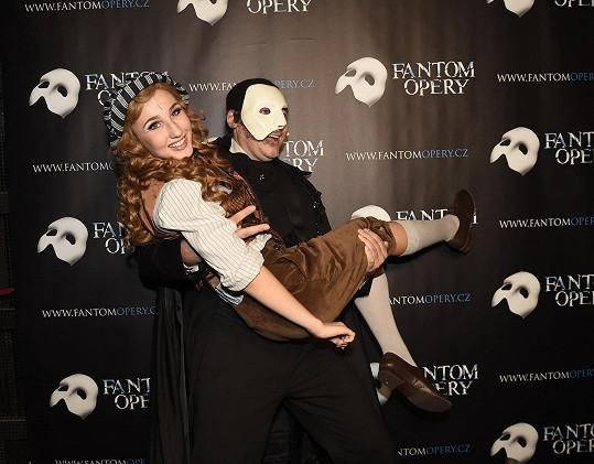 Marian s Natálií Grossovou po premiéře ještě v masce