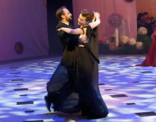 S tanečníkem Markem Dědíkem vystřihli úvodní valčík na Plese v Opeře.