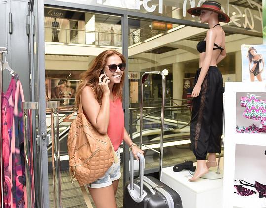 Lucie přijela do Prahy s kufrem. Tentokrát spala u Táni Makarenko.