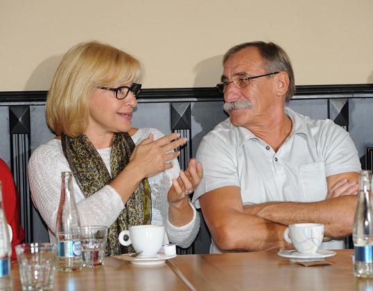Vypadá stejně jako před dvaceti lety, kdy začínala v komediální dvojici s Pavlem Zedníčkem.