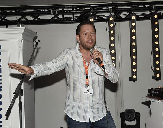 Matěj Ruppert ještě o víkendu vystupoval na karlovarském filmovém festivalu.