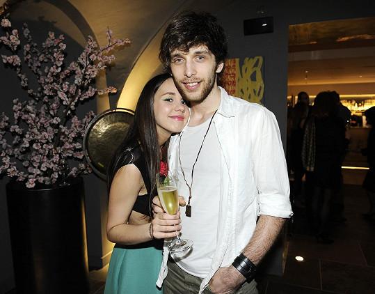 Míša přišla na párty s přítelem Romanem Tomešem.