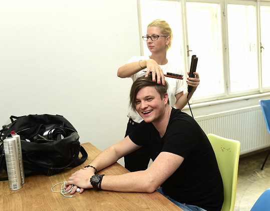 Vlasy a make-up měla na starost Margita Skřenková, která je dvorní vizážistkou Dary Rolins.