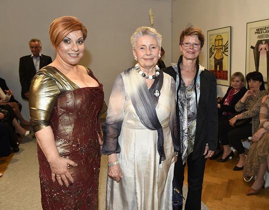 Ivana Follová s hraběnkou Nostitzovou a operní pěvkyní Dagmar Peckovou