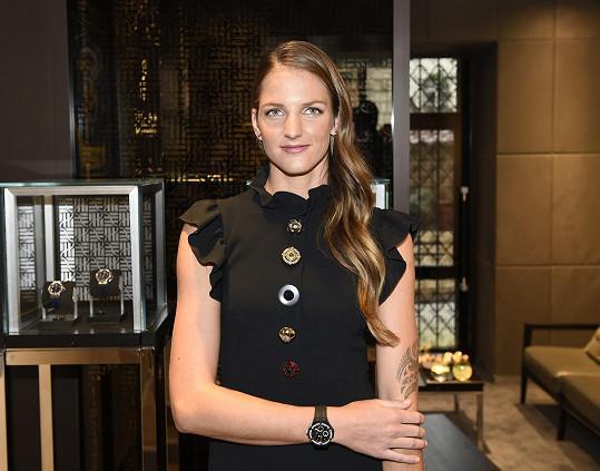 Současná tenisová trojka se stala českou ambasadorkou švýcarské hodinářské značky a při té příležitosti jsme se jí ptali na plánovanou svatbu s Michalem Hrdličkou.