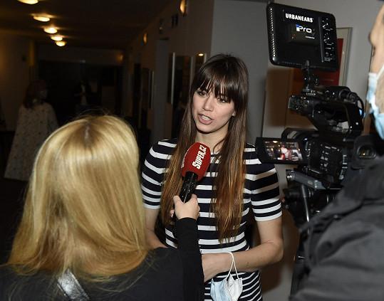 Karolinu jsme vyzpovídali během tiskovky v Divadle Broadway.