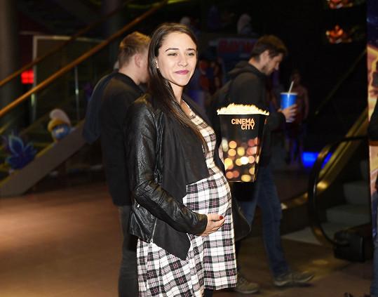 Eva Burešová dorazila na premiéru akční komedie bez partnera.