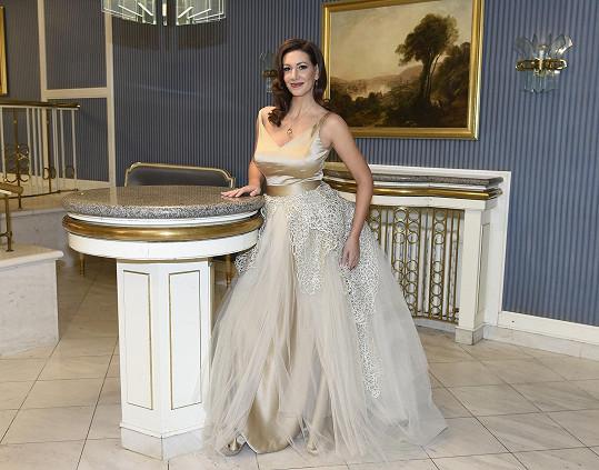 Pučálková si přála šaty s velkou tylovou sukní.