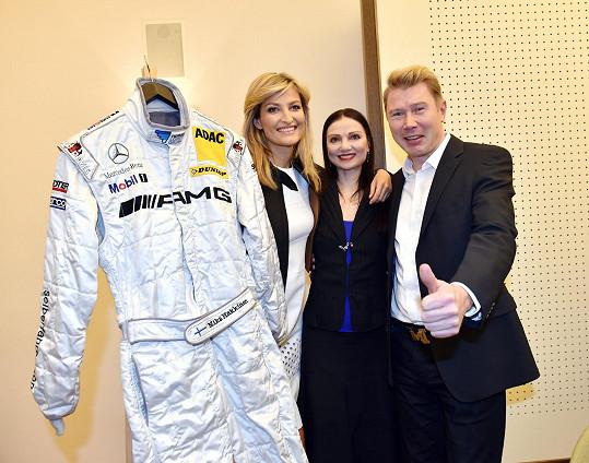 Mika Häkkinen s taneční hvězdou večera Julií Makhalinou a topmodelkou Terezou Maxovou.