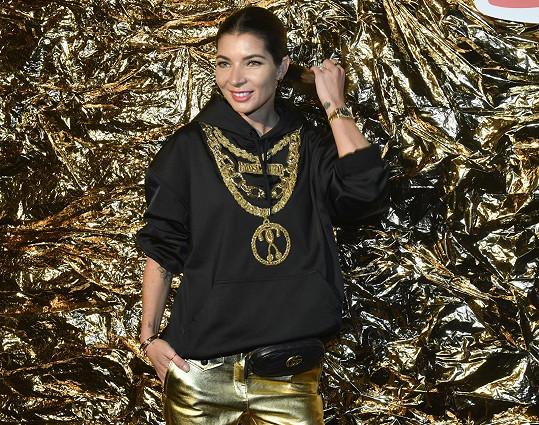Monika Marešová v odvážném outfitu z designérské kolekce Moschino [tv] H&M