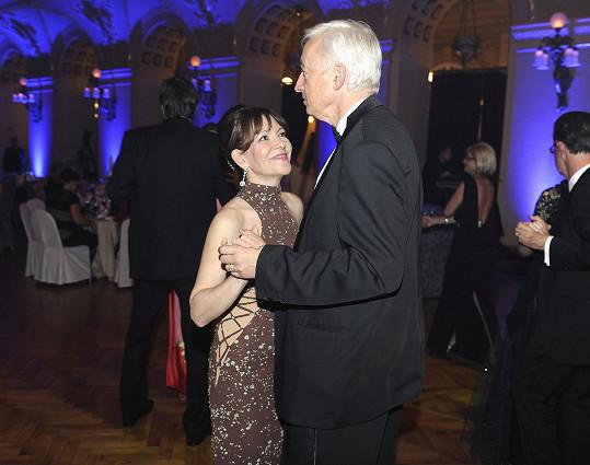 Míša Dolinová s manželem soudcem na parketu