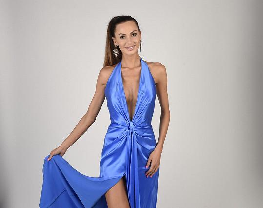Eliška Bučková před odjezdem na tábor fotila elegantní šaty.