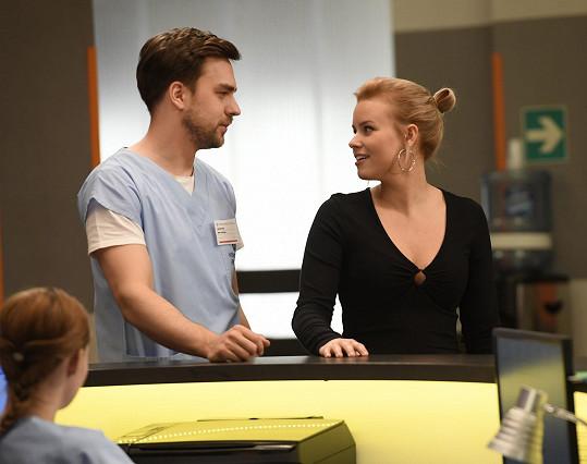 V seriálu Modrý kód ho čeká románek s novou posilou Patricií Solaříkovou.